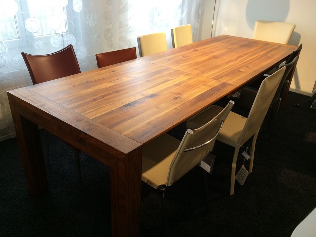 Tisch lyss nussbaum for Tisch nussbaum